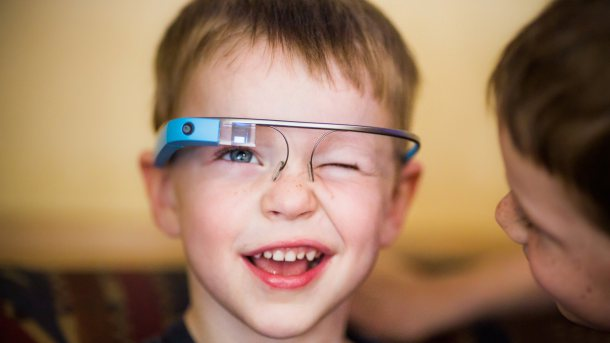 Google-glasses-kid-wallpaper